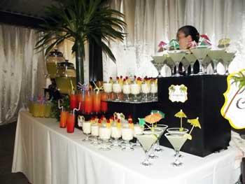 Mesa para boda con cocteles