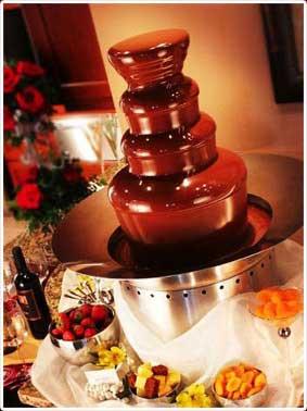 Mesa con fiente de chocolate